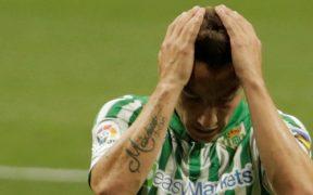 Andrés Guardado es uno de los casos positivos a COVID-19 en el Betis. Foto: Reuters