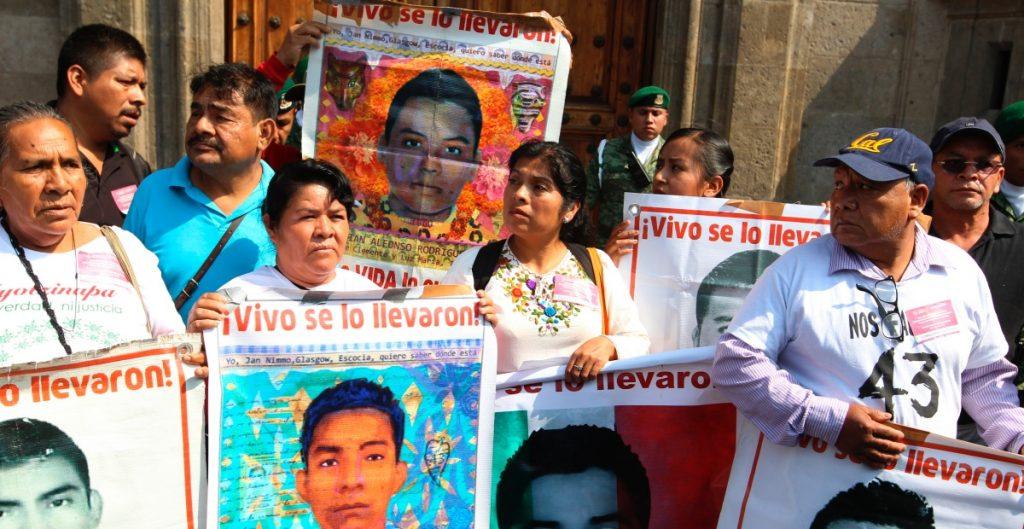 Padre de desaparecido de Ayotzinapa duda que Cienfuegos sea juzgado en México