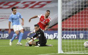 Aubameyang marca el segundo gol ante Manchester City. (Foto: EFE)