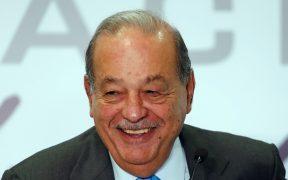 """Carlos Slim está hospitalizado por Covid-19, pero se encuentra """"muy bien"""" de salud"""