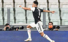 Cristiano Ronaldo celebra su doblete ante la Lazio. (Foto: EFE)