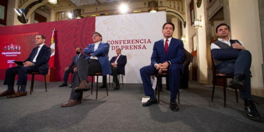 A la conferencia acudieron Ricardo Monreal, coordinador de Morena en el Senado, y Mario Delgado, coordinador de los diputados. Foto: Gobierno de México