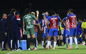 Las Chivas tienen cinco casos positivos de COVID-19, a tres días de su debut. (Foto: Mexsport)