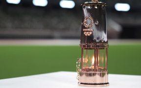 La llama olímpica se posó en el estadio Olímpico de Tokio, a un año de los JJ.OO. (Foto: EFEI