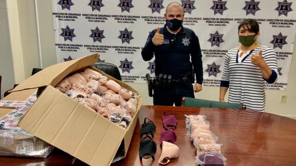 Alexa Moreno donó los cubrebocas al cuerpo de policía y bomberos de Mexicali.