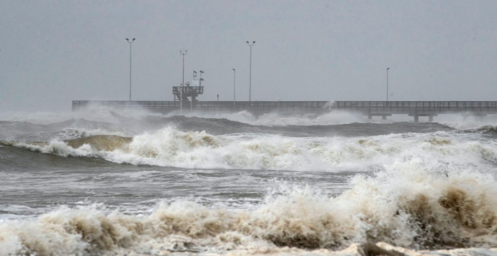 "Tormenta tropical ""Nicholas"" se fortalece en costas de Tamaulipas; se dirige a Texas"