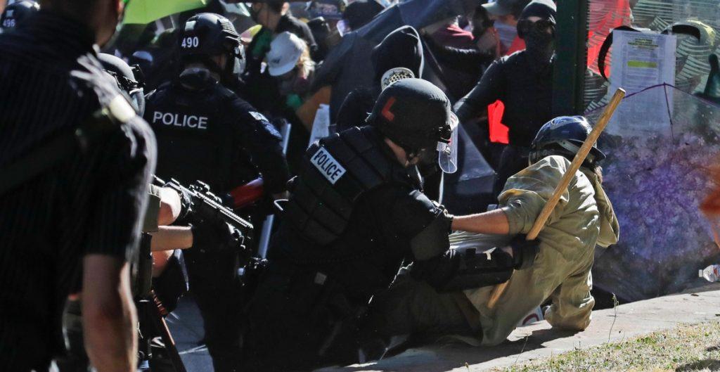 Enfrentamientos en protestas de Black Lives Matter en Seattle dejan 45 detenidos y 21 policías heridos