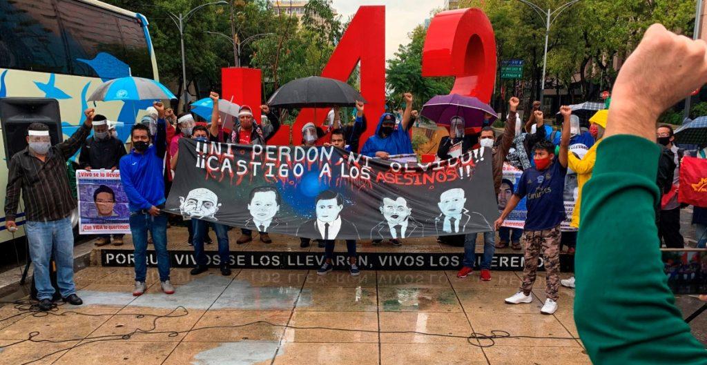 Padres de los 43 normalistas de Ayotzinapa piden acelerar la investigación