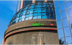 La Bolsa Mexicana de Valores (BMV) subió este viernes 0.43% y cotizó en 36,334 puntos.