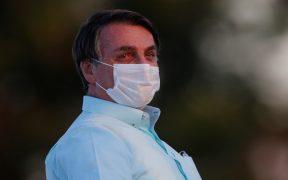 """Bolsonaro dice medicarse por """"moho en un pulmón"""" tras sufrir Covid-19"""