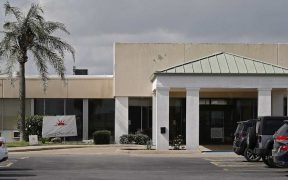 Centro de detención que alberga inmigrantes