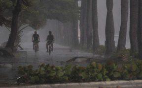 Huracán 'Isaías' causa fuertes lluvias en Bahamas; Florida se mantiene en alerta