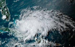 'Isaías' se degrada a tormenta tropical; recobrará fuerza esta noche rumbo a Florida