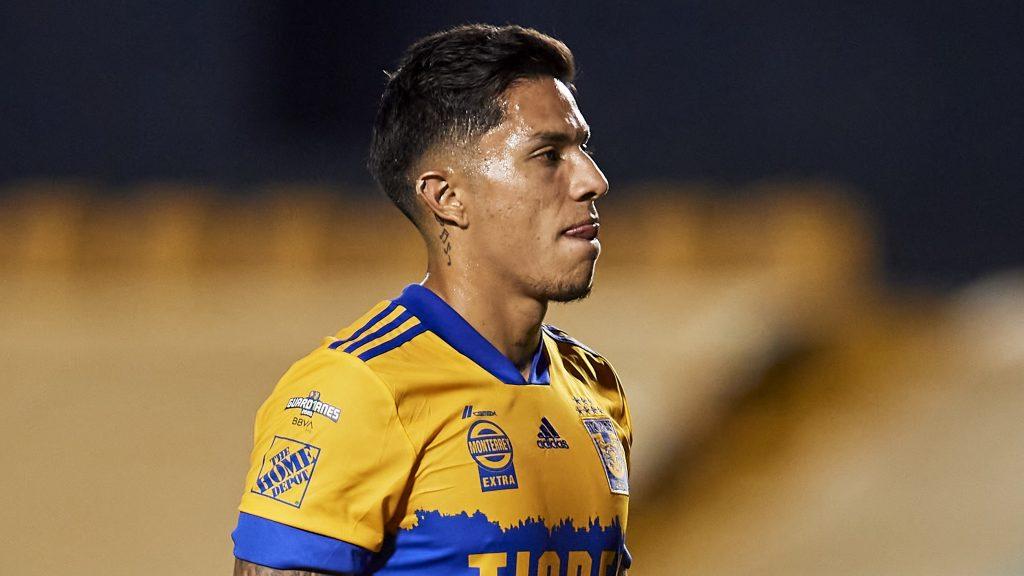 Carlos Salcedo regaló el empate al Pachuca. (Foto: Mexsport)