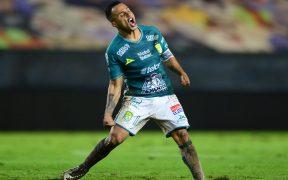 Luis Montes celebra su golazo ante Monterrey. (Foto: Mexsport)