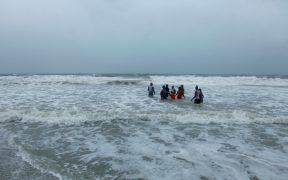 'Isaías' se degrada a tormenta tropical, tras tocar tierra en Carolina del Norte.