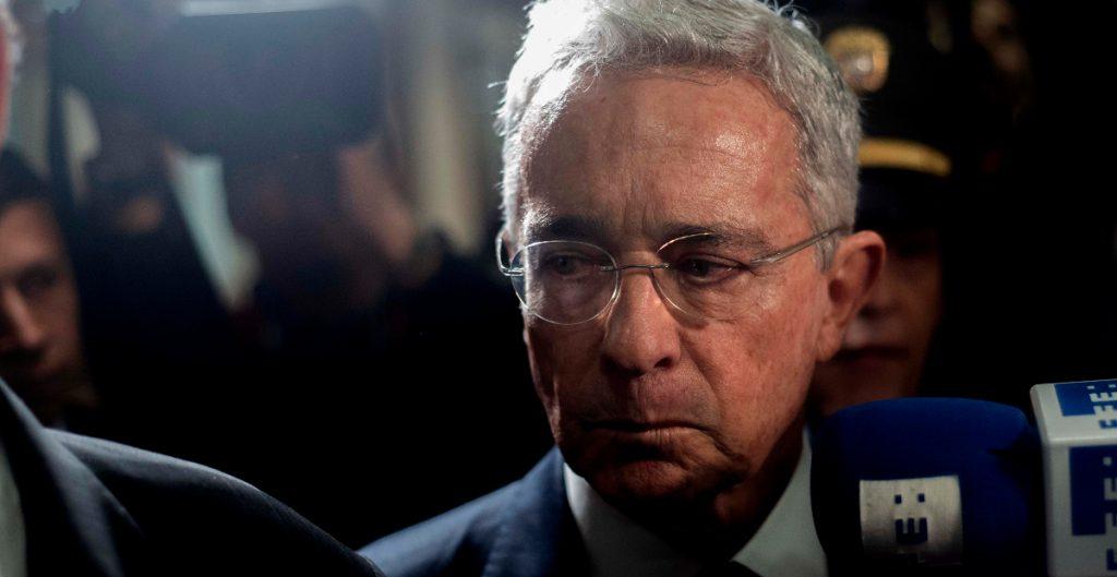 Corte Suprema de Colombia ordena detención de expresidente Uribe