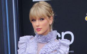 Taylor Swift gana como artista del año en los AMA