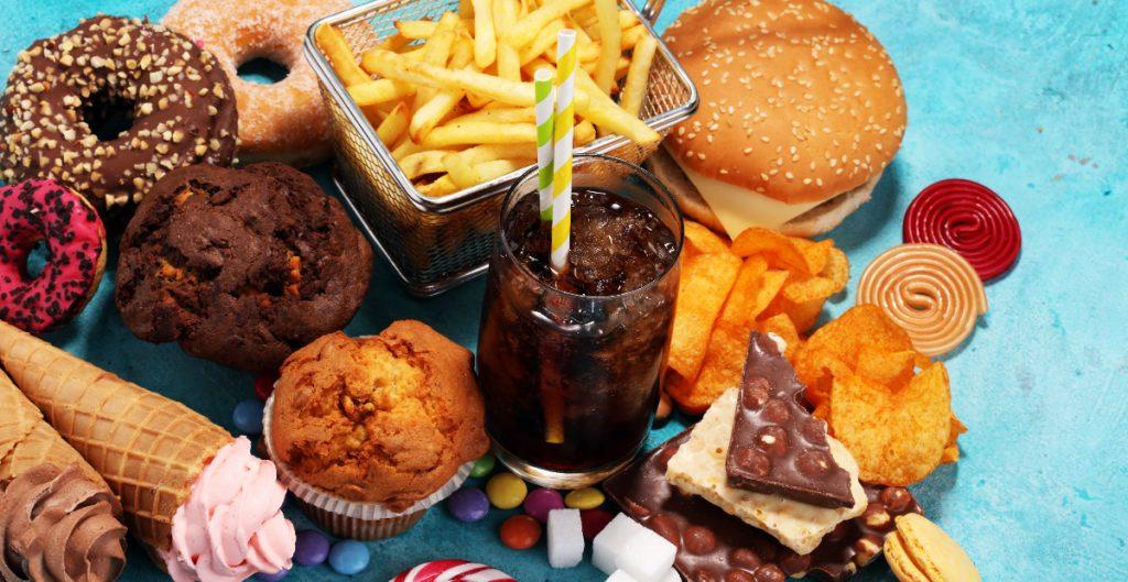 CDMX analizará prohibir la venta de comida chatarra a los niños