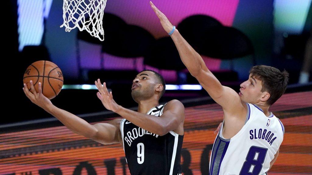 Los Nets vencieron a los Kings y avanzaron a los playoffs de la NBA. (Foto: Reuters)