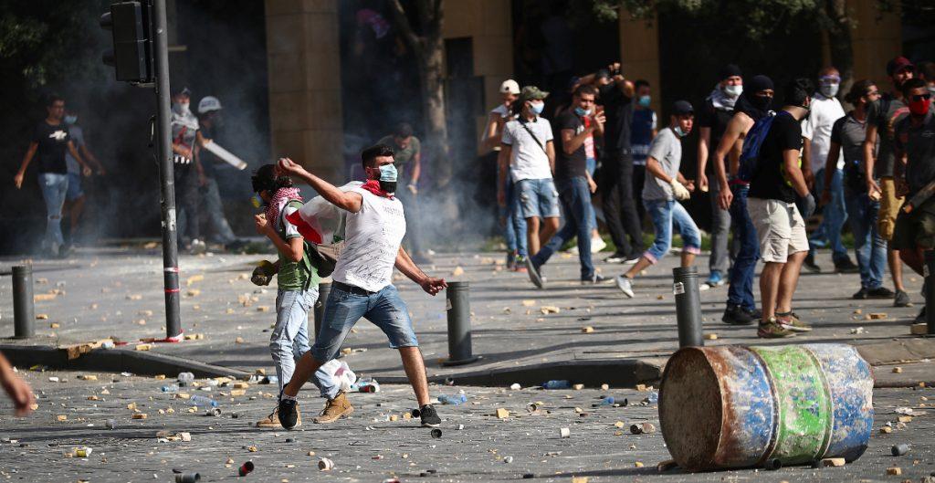 Protestan en Beirut por explosión que mató a más de 150 personas