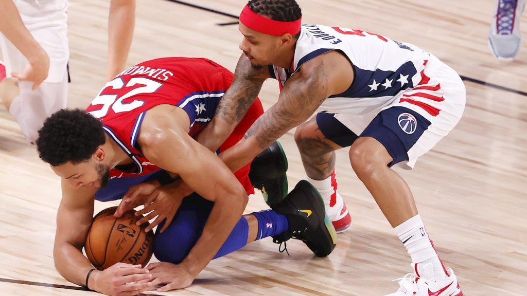 Simmons se perderá el resto de la temporada. (Foto: EFE)