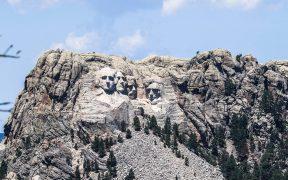 La Casa Blanca contactó a gobernadora para agregar el rostro de Trump al Mount Rushmore: NYT