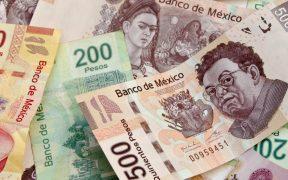 Peso pierde 38 centavos frente al dólar; cotiza en 21.72