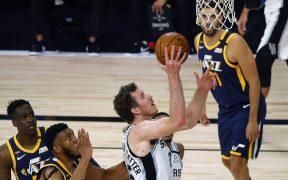 Spurs vencieron a Jazz, pero ya estaban fuera de los playoffs. (Foto: Reuters)