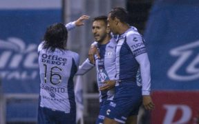 Sosa festeja con sus compañeros el penalti que le dio el triunfo al Pachuca. (Foto: Mexsport)