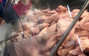 Filipinas prohíbe importación de pollo des Brasil por temor al coronavirus