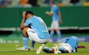 Los jugadores del Manchester City no podían creer la eliminación ante Lyon. (Foto: EFE)