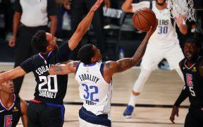 Doncic tuvo que salir por faltas, pero los Mavericks sometieron a los Clippers. (Foto: Reuters)