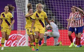 Kheira Hamraoui festeja el gol que da elpase al Barcelona a Semifinales en la Champions femenil. (Foto: EFE)