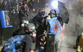 Enfrentamientos en Portland se endurecen frente a edificio de inmigración