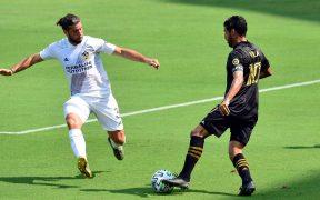 Vela reapareció con LAFC, pero salió lesionado en el segundo tiempo ante Galaxy. (Foto: Reuters)