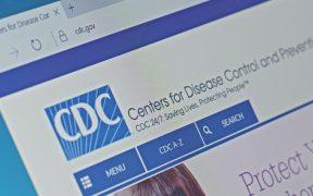 Los CDC dejan de recomendar que los viajeros permanezcan en cuarentena 14 días