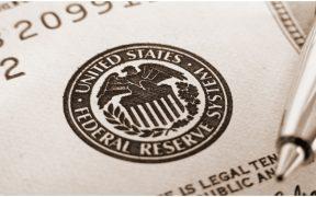 Fed mantiene tasas de interés cerca de cero al menos hasta 2023