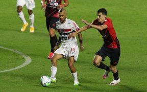 El veterano defensa Dani Alves se fracturó en el inicio del Campeonato Brasileño, (Foto: @SaoPauloFC)