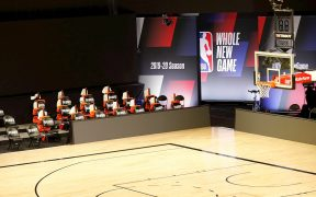 La NBA volvió a aplazar sus juegos del jueves, aunque los jugadores habrían acordado regresar el fin de semana. (Foto: EFE)