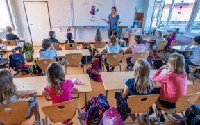 Europa reabre las escuelas pese al repunte de casos de Covid-19