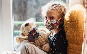 Usar cubrebocas no debe ser obligatorio en menores de 5 años: OMS
