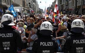 Policía detiene protesta en Berlín contra las restricciones por la pandemia