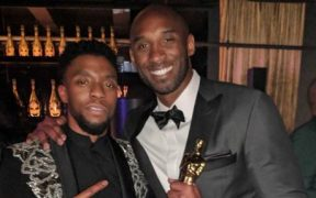 Boseman posa junto a Kobe Bryant en la ceremonia de los premios Oscar. (Foto: @Cantguardmike)