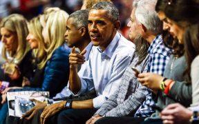 Barak Obama es aficionado al basquetbol, deporte que practicó en su época colegial. (Foto: EFE)