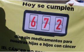Padres de niños con cáncer protestan en La Raza tras 672 días sin medicamentos