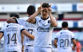 Fernando Madrigal celebró así el primer gol de Gallos ante Toluca. (Foto: Mexsport)