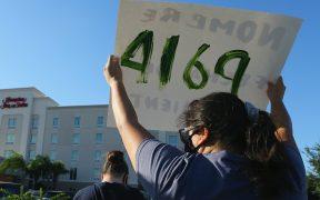 Ordenan al gobierno de Trump no detener a niños inmigrantes en hoteles