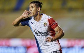 Uriel Antuna celebra su primer gol con Chivas, el 1-0 ante Tigres. (Foto: Mexsport)