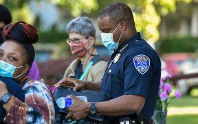 Renuncian líderes policiales de Rochester tras protestas por Daniel Prude